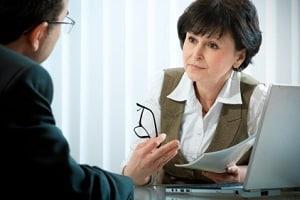 Die Dauer einer Scheidung bewegt sich zwischen vier Monaten und mehreren Jahren und hängt davon ab, ob sie einvernehmlich oder streitig erfolgt