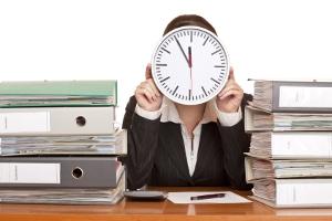 Eine Online-Scheidung spart Zeit, denn lästiger Papierkram fällt weg und alles wird per E-Mail geregelt