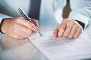 Eine Rechtsschutzversicherung übernimmt die Kosten für ein Beratungsgespräch in Sachen Scheidung