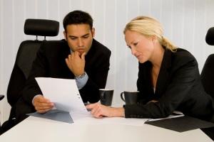 Die Unterhaltspflicht eines Arbeitsnehmers berechnet sich aus dem Einkommen der letzten 12 Monate.
