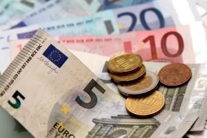 Der Selbstbehalt beträgt laut Düsseldorfer Tabelle 880 bzw. 1080 Euro
