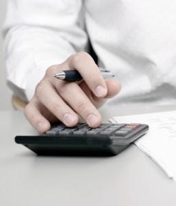 Die Unterhaltsrechner ermitteln bei niedrigen Einkommen relativ zuverlässige Werte.