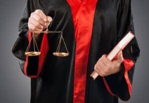 Ein Anwalt kann Sie zum Steuerklassenwechsel beraten.
