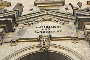 Ein Rechtsanwalt für Familienrecht - in Fürth und anderswo - kann sowohl außergerichtlich als auch im Verfahren helfen.