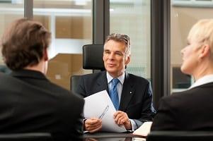 Ein Scheidungsanwalt in Lindau hilft Ihnen u. a. bei Fragen zum Versorgungsausgleich.