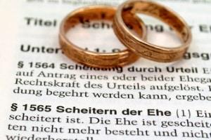 Ein Scheidungsanwalt in Reutlingen unterstützt Sie auch beim Aufsetzen einer Scheidungsfolgenvereinbarung.