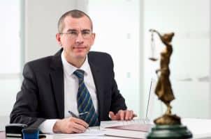 Ein Anwalt in Koblenz kann auf Familienrecht spezialisiert sein.