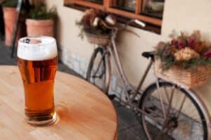Beim wiederholten Alkoholmissbrauch kann das Umgangsrecht entzogen werden.