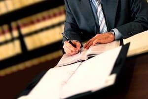 Ein Scheidungsanwalt in Bremerhaven muss Ihre Rechte vor Gericht gut vertreten.