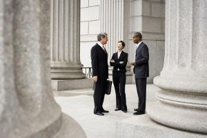 Ein Scheidungsanwalt in Kerpen vertritt Sie auch im gerichtlichen Scheidungsverfahren.