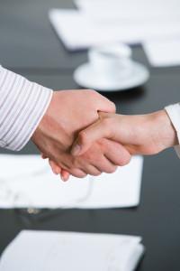 Die Anwaltskosten bei einvernehmlicher Scheidung können wesentlich geringer ausfallen als bei streitigen Verfahren.