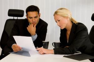 Die Kosten für den Anwalt richten sich nach der Höhe des jeweiligen Verfahrenswertes.