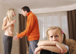 Manchmal muss ein Elternteil den Kindesunterhalt einklagen, wenn der Partner den Verpflichtungen nicht nachkommt.