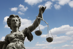 Die Scheidungsurkunde müssen Sie ggf. zahlreichen Ämtern, Behörden und anderen Institutionen vorlegen.