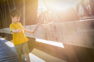 Die Kindergeldanrechnung auf den Unterhalt verringert den Gesamtbedarf des Kindes.