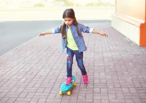 Barunterhalt fürs Kind: Bis zur Volljährigkeit muss nur der familienferne Elternteil zahlen.