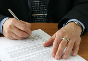 Antrag auf Namensänderung: Das passende Formular erhalten Sie beim örtlichen Standesamt.