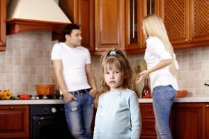 Namensänderungerung: Eheliches und uneheliches Kind sind im Familienrecht auch hier gleichgestellt.