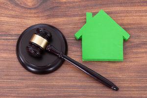 Es ist möglich, trotz Trennungsjahr ein gemeinsames Haus zu bewohnen