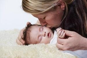 Im Abstammungsrecht ist die Mutter die Frau, die das Kind geboren hat.