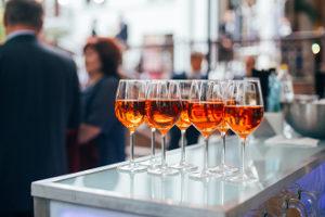 Die Scheidung von einem Alkoholiker wegen dessen Sucht ist nicht immer der richtige Weg.