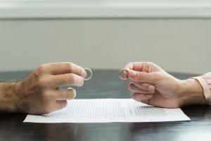 Die Trennung auf Zeit kann den ersten Schritt zur Scheidung bedeuten, muss es aber nicht.
