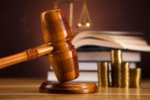 Gerichtskostenbeihilfe bei Scheidung: Den Antrag stellt Ihr vertretender Anwalt gegenüber dem Familiengericht.