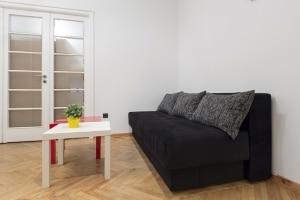 Hartz 4 allein kann nach der Trennung die Erstausstattung einer Wohnung meist nicht finanzieren.