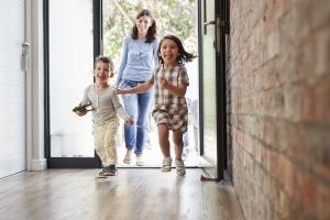 Die Elternberatung trägt in Frankfurt zu glücklichen Kindern bei.