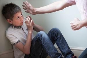 Die Hilfe durch das Jugendamt kann manchmal jedoch auch die Inobhutnahme sein - besonders bei Gewalt.