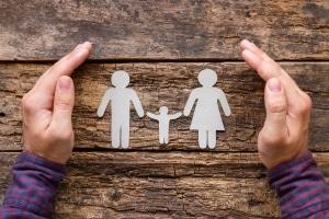 Das Jugendamt berät Familien und schützt Kinder.