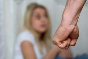 Die Mutter vernachlässigt ihr Kind? Je früher eingegriffen wird, desto besser.