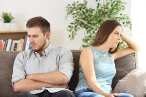 Ein betrogener Ehemann kann seine Partnerin dafür nicht belangen.