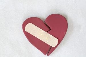 Ein Neuanfang nach einer Ehekrise ist sowohl mit demselben Partner als auch einem anderen Menschen möglich.
