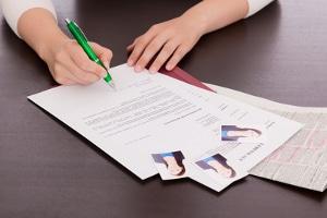 Nach der Scheidung: Bei der Bewerbung haben jahrelange Hausfrauen oft schlechte Karten.