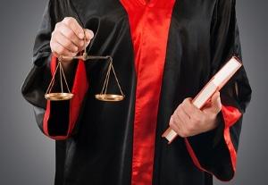 Scheidung ohne Teilnahme am Gerichtstermin: Das ist nur in seltenen Ausnahmefällen möglich.