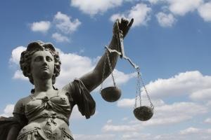 Bis die Scheidung rechtskräftig ist, können mehrere Monate vergehen.