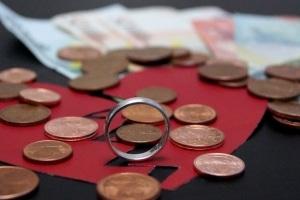Die Kosten können im Scheidungsverfahren stark variieren.