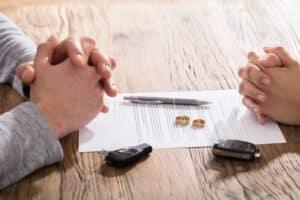 Die Scheidungsgründe werden in den § 1564 bis § 1568 des BGB im Familienrecht festgehalten.