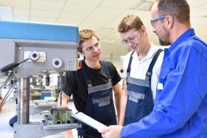 Laut OLG Frankfurt besteht ein Unterhaltsanspruch auch im FSJ, da es Ausbildungsfunktionen erfüllt.
