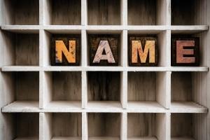 Aus einer Scheidung kann folgen, dass die Ehepartner ihre Familiennamen ändern.