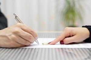 Wer zahlt Unterhalt bei einer Scheidung nach 6 Wochen?