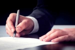 Eine Vereinbarung über die Scheidungsfolgen kann helfen, einen Rosenkrieg zu vermeiden.