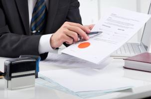 Geiz ist geil? Der Fehler, bei einvernehmlicher Scheidung auf einen Notar zu verzichten, kann teuer werden.