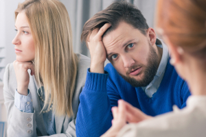 Ein Anwalt in Rheinland-Pfalz kann für Sie die Scheidung in die Wege leiten.