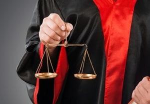 Im Land Brandenburg hilft der Scheidungsanwalt auch bei anderen Aspekten z. B. beim Versorgungsausgleich.