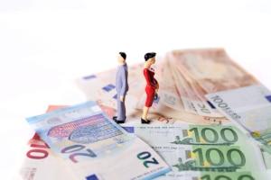 Das BVerfG mahnt, dass Frauen bei der Betriebsrente nach der Scheidung nicht benachteiligt werden dürfen.