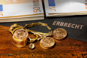 In der Zugewinngemeinschaft wird ein Erbe zum Anfangsvermögen gezählt.