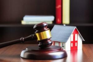 Auszug nach Scheidung: Der BGH entschied nun, wie lange der Anspruch auf Überlassung der Ehewohnung gültig ist.
