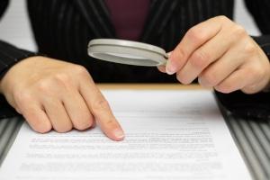 Die Aufhebung von einem Ehevertrag kann auch bei inhaltlichen oder formalen Fehlern möglich sein.